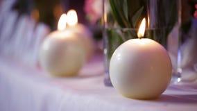 Rund stearinljus tänd festlig tabell candlelight stock video