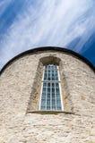 Rund struktur av den gamla kyrkliga fasaden Arkivfoto