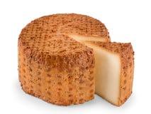 Runda isolerad rökt ost med sikt för segmentsnittvinkel royaltyfria bilder