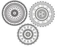Runda modeller i form av mandalaen för henna Mehndi stock illustrationer