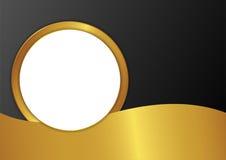 Runda pappersanmärkningar på den guld- bakgrunden Arkivfoton