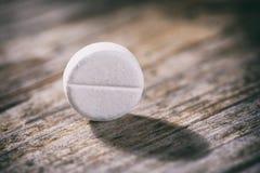 Runda preventivpillerar paracetamol eller huvudvärkstablett Arkivbilder