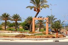 Runda tvärgator dekorerade med svalor i staden av Ashkelon Royaltyfri Bild