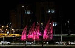 Runda tvärgator i nattstad av Ashdod Arkivbild