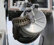 Rundan av ammunitionar laddade in i maskingevär 50-caliber Arkivbild