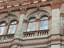Rundbogenart-Zwillingsfenster stockbild