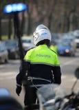 runde blinkende Sirene des italienischen Polizeimotorrades und des Verkehrs Stockfotografie