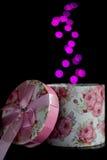 Runde Geschenkbox mit bokeh Stockfoto