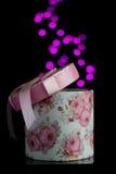 Runde Geschenkbox mit bokeh Lizenzfreie Stockbilder