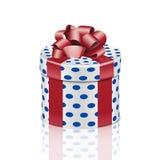 Runde Geschenkbox mit rotem Band Stockfoto