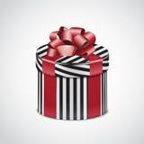 Runde Geschenkbox mit rotem Band und Streifen Stockfotografie