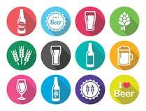 Runde Ikonen des flachen Designs des Bieres stellten - Flasche, Glas, halbes Liter ein Lizenzfreies Stockfoto
