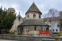 Runde Kirche in Cambridge an einem bewölkten Tag Stockbild