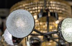 Runde Lampe hergestellt von den Kristallen Stilvolle Lampe im Innenraum lizenzfreies stockfoto
