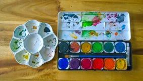 Runde Palette mit Wasserfarbe Lizenzfreie Stockfotografie