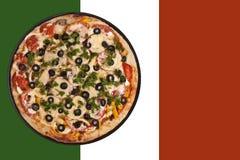 Runde Pizza und Markierungsfahne Lizenzfreies Stockfoto