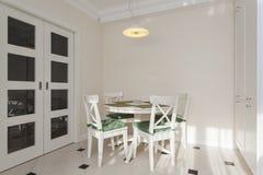runde regale stockfotos 19 runde regale stockbilder. Black Bedroom Furniture Sets. Home Design Ideas