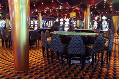 Runde Tabelle für Kartenspiele an der Zwischenlage Costa Luminosa Lizenzfreie Stockbilder