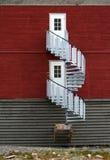 Runde Treppe des Bergmannhauses auf Svalbard stockbilder
