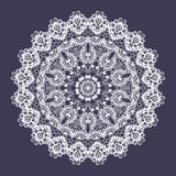 Runde Verzierung der Vektorspitzes Indische dekorative Mandala Nachahmung des Näharbeitdesigns lizenzfreie abbildung