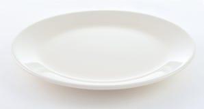 Runde weiße Platte auf weißem Hintergrund Stockfotografie