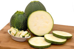 Runde Zucchini lizenzfreie stockbilder