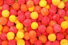 Runde Zuckerbonbons der roten und gelben Farbe stockbild