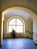 Runder Bogen und ein Fenster Stockbild