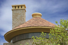 Runder Dach- und Quadratkamin Stockfotografie