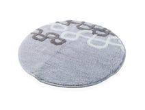 Runder grauer Teppich lokalisiert auf weißem Hintergrund Stockfoto