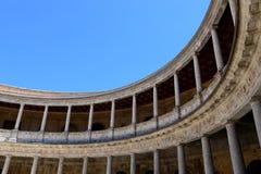 Runder Patio und doppelte Kolonnade von Palast Charless V innerhalb der Nasrid-Verstärkung des Alhambras, Granada, Andalusien, Sp stockfotos