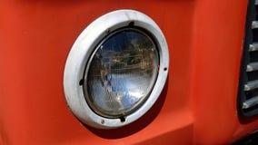Runder Scheinwerfer auf altem Klotz-LKW Lizenzfreies Stockbild
