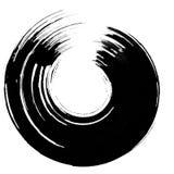Runder schwarzer Malereibürstenanschlag auf Weiß Stockfotografie