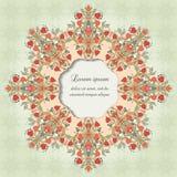 Runder Vektorrahmen mit symmetrischen mit Blumenelementen Lizenzfreie Stockfotos