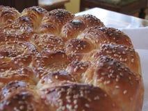 Rundes Brot mit indischem Sesam Stockfotos