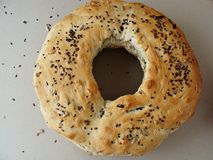 Rundes Brot mit Loch und Samen Lizenzfreie Stockfotografie