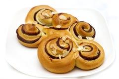 Rundes Brot mit Schokolade und Mandel Stockfotografie
