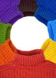 Rundes Feld der multi Farbenregenbogenstrickjacken Stockfoto