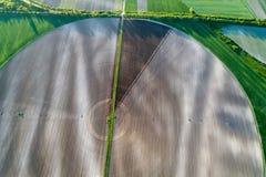 Rundes Feld mit Mittelbewässerungssystem stockfoto