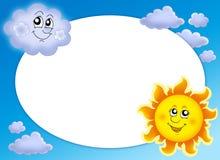 Rundes Feld mit Sun und Wolke Lizenzfreie Stockfotos