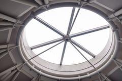Rundes Fenster des Gebäudes Stockbild