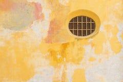 Rundes Fenster im historischen Teil von Cartagena, Kolumbien lizenzfreies stockfoto