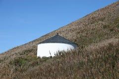 Rundes Lagerhaus auf Abhang Lizenzfreies Stockbild