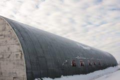 Rundes langes Haus im Schnee Stockfoto