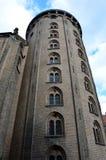Rundetårn, Ronde die Toren is een de 17de eeuwtoren in centraal Kopenhagen wordt gevestigd Het maakt deel uit van de 17de eeuw C Stock Foto's