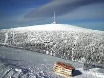 Rundfunkstation auf Berg Lizenzfreie Stockfotos