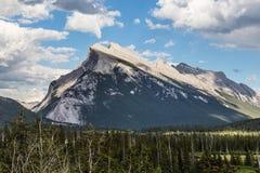 Rundle berg nära Banff Arkivbild