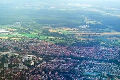 Rundreise Thailand - landning på Frankfurt - f.m. - strömförsörjning som ser landskap Arkivfoton
