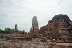 Rundresa Thailand juli 2017 - Ayutthaya - Wat Maha That Royaltyfria Bilder