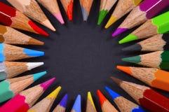 Rundschreiben farbige Bleistifte lizenzfreies stockfoto